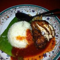 Photo taken at Nasi Lemak Pak Teh by Abangchik A. on 3/24/2012