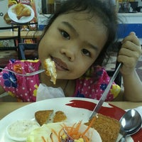 Photo taken at Chester's grill in PTT by Nakhwan K. on 5/7/2012