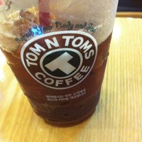 Photo taken at TOM N TOMS COFFEE by Victor C. on 7/5/2012