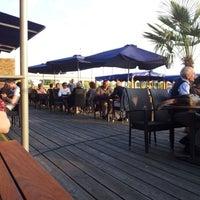 Das Foto wurde bei Ufertaverne von Eaglepowder am 5/26/2012 aufgenommen