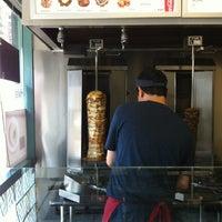 Das Foto wurde bei Sultan Shawarma & Falafel von Chris C. am 7/9/2012 aufgenommen