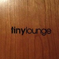 Das Foto wurde bei Tiny Lounge von Lisa J. am 7/17/2012 aufgenommen