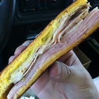 Foto tomada en Cuban Sandwiches To Go por Shubacabra el 4/4/2012