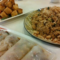 Photo taken at Golden Central Chinese Cuisine 金稻皇宴 by James W. on 7/29/2012