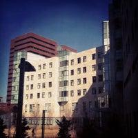 Foto diambil di MIT Sloan School of Management, Building E-62 oleh Ian pada 3/5/2012