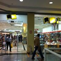 Foto tirada no(a) Saraiva MegaStore por Leandro M. em 7/6/2012