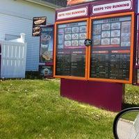 Снимок сделан в Dunkin' Donuts пользователем Nicole R. 5/7/2012