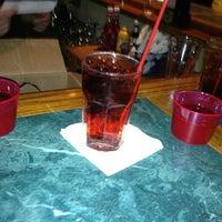 Foto scattata a O'Malley's Bar & Grill da Laura H. il 5/25/2012