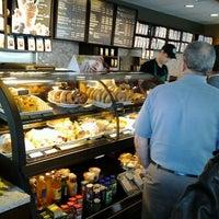 5/17/2012 tarihinde Lisa E.ziyaretçi tarafından Starbucks'de çekilen fotoğraf
