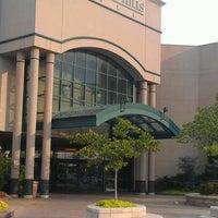 6/11/2012にKarina G.がWoodland Hills Mallで撮った写真