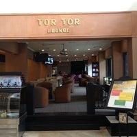 Foto diambil di The Tiara Hotel & Convention Center oleh Benny R. pada 8/29/2012