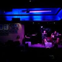 Foto tirada no(a) BlackCat Jazz & Blues Club por Shin T. em 3/24/2012