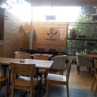8/28/2012 tarihinde Ali K.ziyaretçi tarafından Cafe 12'de çekilen fotoğraf