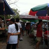Photo taken at ตลาดเช้าหน้าวัดไร่ขิง by AomBuu D. on 3/11/2012