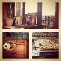 Снимок сделан в Кофейня «Кардамон» и лавка «Коллекция Пустяков» пользователем Юля К. 5/17/2012