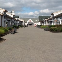Photo taken at Woodbury Common Premium Outlets by Glailson N. on 7/31/2012