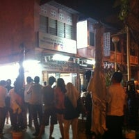 Photo taken at Nasi Kandar Beratur by Nurul A. on 5/8/2012