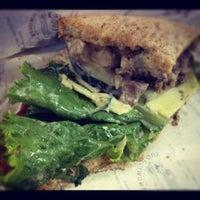 4/18/2012 tarihinde Shelly V.ziyaretçi tarafından The Sandwich Guy'de çekilen fotoğraf