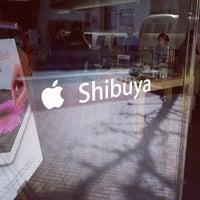 Photo taken at Apple Store by Hidekazu I. on 3/21/2012