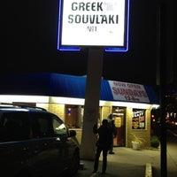 2/23/2012 tarihinde Shannon L.ziyaretçi tarafından Greek Souvlaki'de çekilen fotoğraf