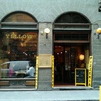 Foto scattata a Yellow Bar da Renata M. il 4/7/2012