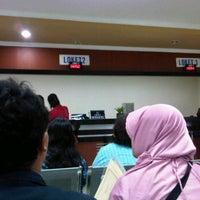 Photo taken at Kantor Imigrasi Kelas 1 Jakarta Pusat by Mulyawan R. on 2/22/2012
