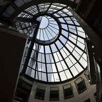8/1/2012 tarihinde Michelle V.ziyaretçi tarafından San Francisco Public Library'de çekilen fotoğraf