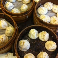 Photo taken at Nanxiang Steamed Bun Restaurant by vb_v on 3/10/2012