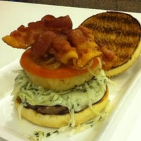 Photo taken at Ruben's Hamburgers by Gustavo on 7/13/2012