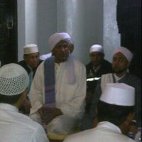 Photo taken at Masjid Al Ma'arif by habibi r. on 5/22/2012
