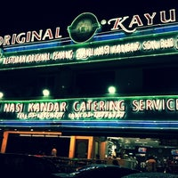 Photo taken at Original Penang Kayu Nasi Kandar by ËℓϑᎥĘŠ on 4/23/2012