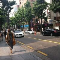 Photo taken at Garosu-gil by Midori K. on 6/7/2012
