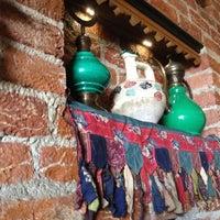 Das Foto wurde bei Mehreb Cafe von Büşra K. am 3/22/2012 aufgenommen