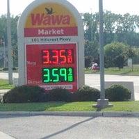 Foto diambil di Wawa oleh Denise K. pada 6/3/2012