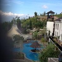 Photo taken at Jambuluwuk Batu Resort by Meilda S. on 5/19/2012