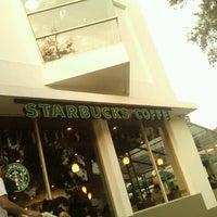 Foto diambil di Starbucks oleh Aris L. pada 8/25/2012