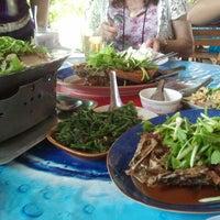 Photo taken at ร้านอาหารบ้านกำนัน by Pinn P. on 4/30/2012