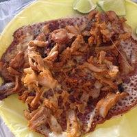 Photo taken at El Gran Gus (Tacos) by Betza G. on 7/27/2012