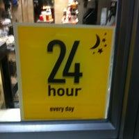 Foto scattata a McDonald's da James H. il 9/13/2012