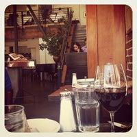 Foto tomada en Zuni Café por Karla N. el 6/13/2012