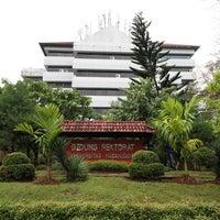 Photo taken at Universitas Hasanuddin by Rully A. on 7/7/2012
