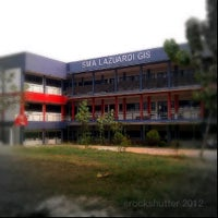 Photo taken at SMA Lazuardi GIS by anto r. on 9/13/2012