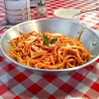 Foto tomada en I Famosi Pasta por Supadjq P. el 4/1/2012
