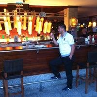 6/29/2012 tarihinde Idris E.ziyaretçi tarafından Lotus Bar'de çekilen fotoğraf