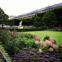 Foto tirada no(a) Jardin du Palais Royal por Pagna em 7/13/2012