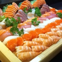 Foto tirada no(a) Kanzen Sushi e Temakeria por Alessandra L. em 7/12/2012