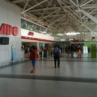 Photo taken at Terminal de Autobuses ADO by Serjones on 3/17/2012