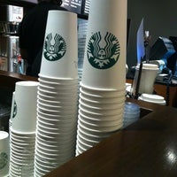 Foto tomada en Starbucks por MiLO el 3/11/2012