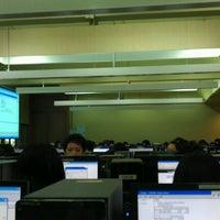 Photo taken at ห้องคอมใหม่ ตึกเก่า คณะเภสัชศาสตร์ มหาวิทยาลัยศิลปากร by Lieang J. on 2/13/2012