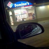 Das Foto wurde bei Domino's Pizza von Qcbaby C. am 4/1/2012 aufgenommen